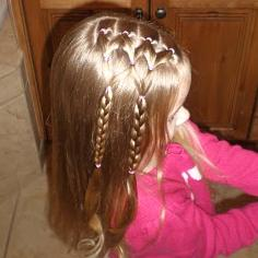 прическа для девочки с косичками