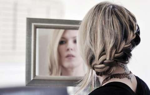 Видео урок по заплетению красивой французской косы.  Также я покажу примеры использования французской косы с...