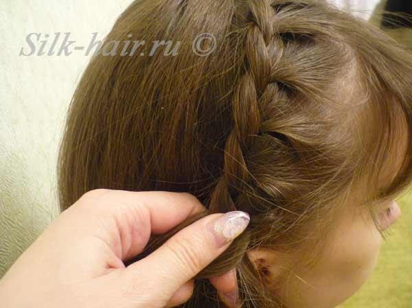 косичка ободок вокруг  головы, прически с косами